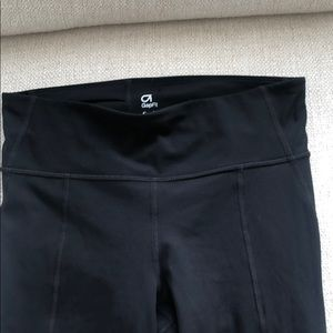 Size Small Gap Fit Leggings.